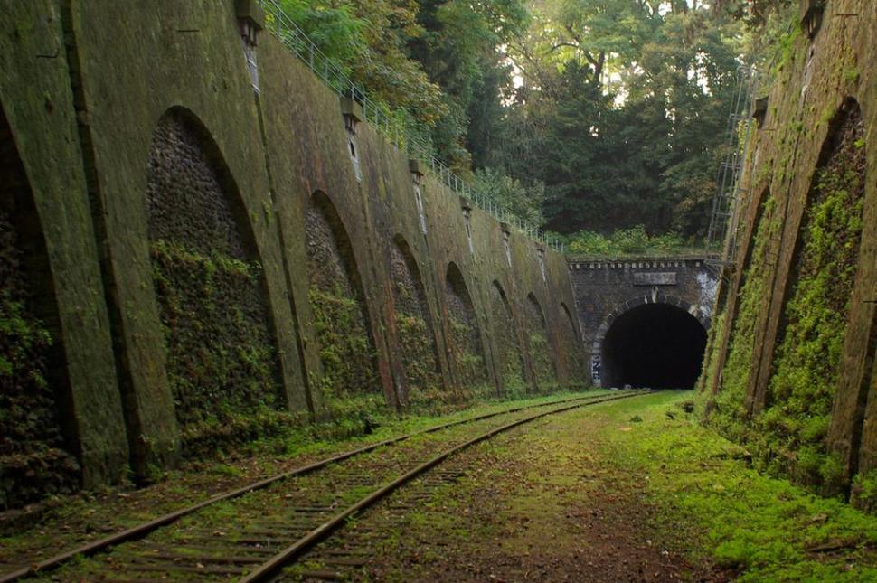 Chemin-de-fer-de-Petite-Ceinture-France-1